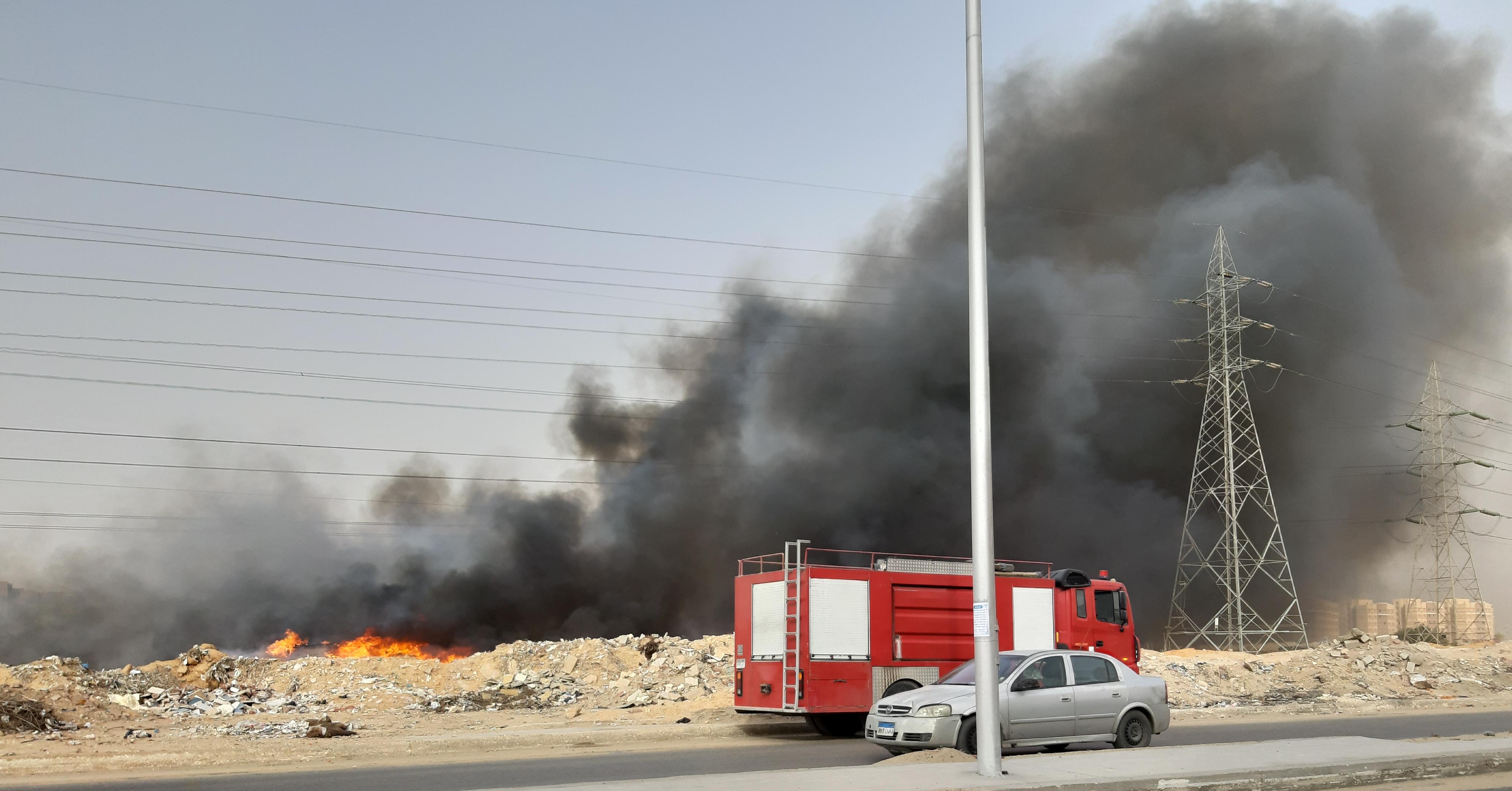 بالصور حريق هائل أسفل أبراج الضغط العالي بالمنطقة الصناعية بمدينة ٦أكتوبر