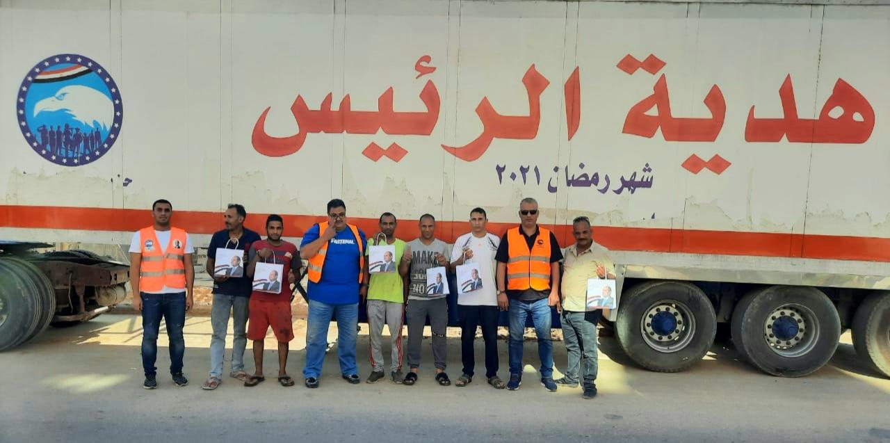 مستقبل وطن أكتوبر يوزع هدايا الرئيس بالعيد..