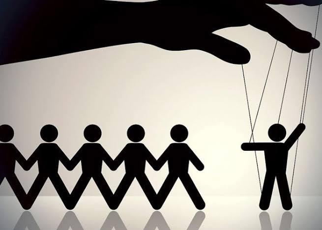 عماد فرغلي يكتب عن: نظرية المؤامرة