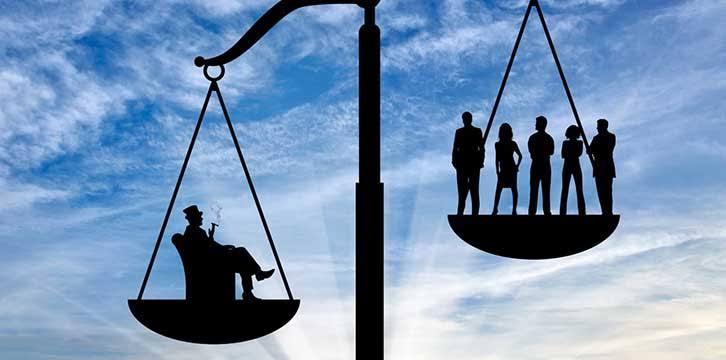 عماد فرغلي يكتب عن: النصاب والمغفل
