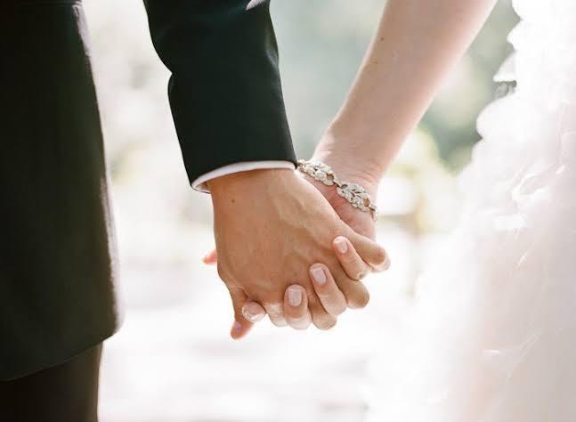عماد فرغلي يكتب عن: زواج المصايف