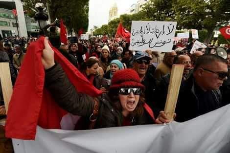إيقاف أكثر من 200 شخص إثر الاحتجاجات الشعبية ضد إجراءات التقشف في تونس.